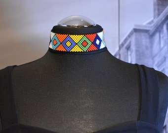 Multicoloured choker made with beads