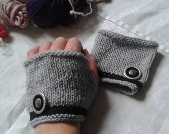 Antique romantic mittens