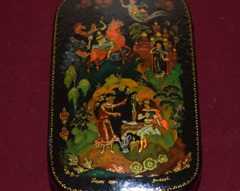 Small Vintage Russian Palekh Lacquer Box with Rounded Corners