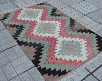 Vintage Kilim rug. Turkish kilim rug. Vintage kilim. Small size kilims. Free shipping. 4.9 x 3.1 feet.