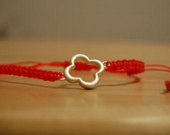 Silver quatrefoil macrame bracelet