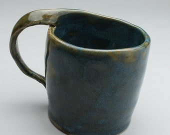 Twisted handle mug