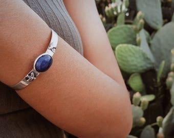 Silver sodalite birds bracelat