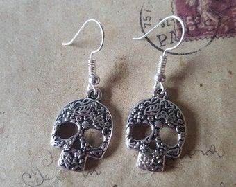 Skull and crossbones earrings ~ silver ~