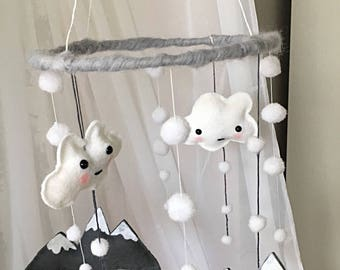Mobile falling snow to decorate a child's room