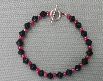 Black and red bracelet, festive jewelry, holiday jewelry, simple bracelet, beaded bracelet, handmade jewelry, simple jewelry