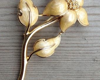 Vintage Gold tone flower pin brooch with yellow beige enamel