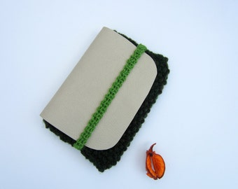 Wallet or pouch for knitting and faux leather