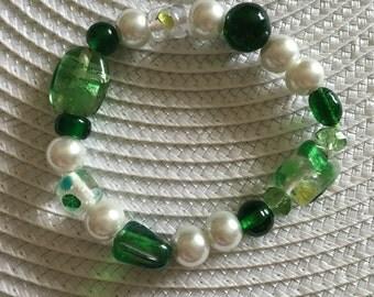Green/White Pearl Bead Stretch Bracelet