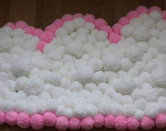 Cloud-shaped pink pom pom rug