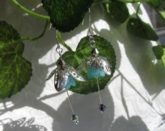 Dangle flower earrings blue