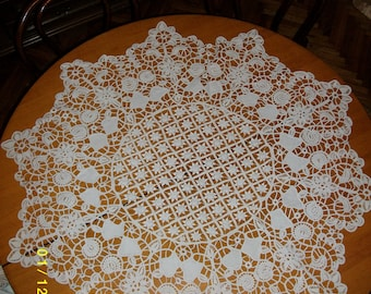 Crocheted tablecloth for round table