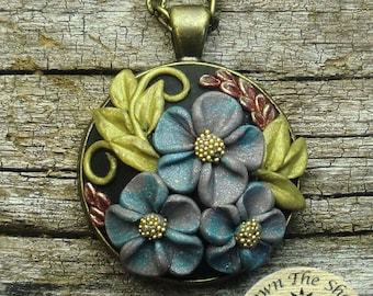 Vintage style floral pendant