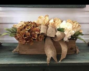 Table arrangement, hydrangeas in a wood box, farm house