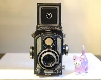 Yashica 44 4cmx4cm Twin Lens Reflex camera (127 film)