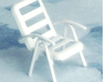 Dollhouse Miniature Small Lawn Chair
