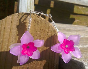 Pink and white lucite flower earrings
