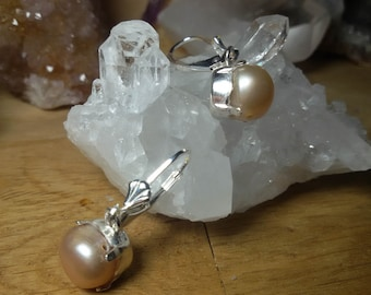 Freshwater cultured pearl pendant earrings