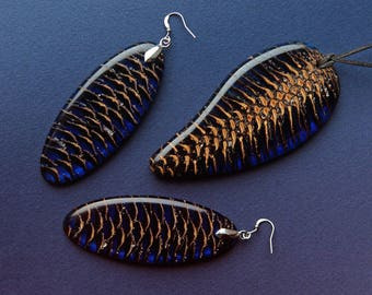 Pendant and earrings from Pine cone in resin