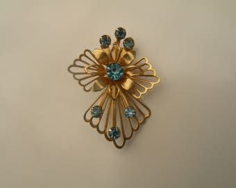 Vintage Flower Pin With Blue Rhinestones, Vintage Brooch, Vintage Rhinestone Pin, Vintage Gold Tone Pin
