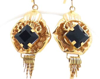 18K Gold Onyx Earrings. Weight 3.7 grams. Vintage gold gemstone jewelry.