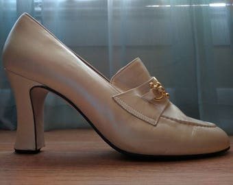 "Cha Raye Spain Cream Leather Gold Lion Buckle Loafer 3"" heels Size 7"