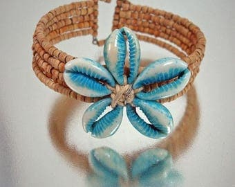 Blue Shell Art and Natural Bracelet Fabulous Summer Summertime Vintage Jewelry