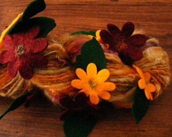 AUTUMN DAISY Handspun Wool Yarn Flowers Fleecespun Coopworth 83yds 3.5oz 8wpi aspenmoonarts knitting art yarn red yellow
