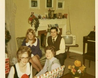 Vintage photo 1972 Color Snapshot Square Christmas Family on Couch