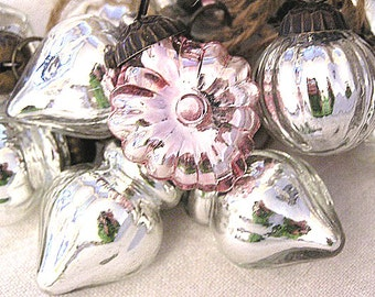 NEW!  Hand Strung Silver Mercury Glass Pink Heart Ornament Garland