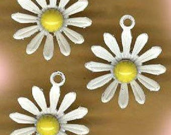 vintage DAISY CHARMS enamel metal daisy charms set of THREE daisy charms mod vintage flower charms dangle charms
