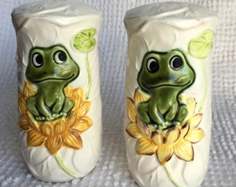 Vintage Porcelain Salt and Pepper Shakers with Frogs - 1978 from Sears and Roebuck - Great vintage kitchen decor and gift idea
