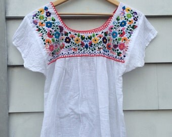 Authentic 60's/70s Vintage Mexican Embroidered Oaxacan White Top Boho blouse Shirt Cotton Embroidery Top Hippie
