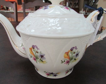 VINTAGE - Royal Crown Dorset Tea Pot - Staffordshire from England
