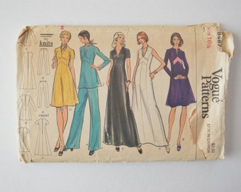 1970s Vintage Vogue Sewing Pattern 8467 Womens Long or Short Sleeve A-Line Tunic, Short or Maxi Dress w/ Chevron Inset & Pants Size 16.5