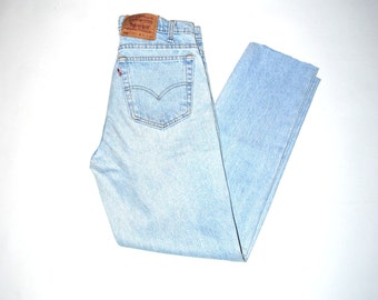 lightest wash vintage levis 90s grunge pale denim levis mom jeans
