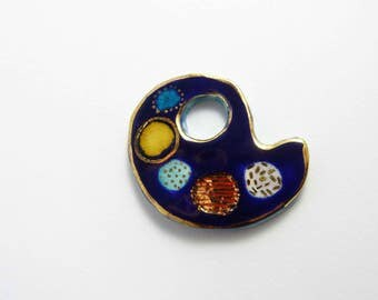 Ceramic brooch, multicolored  palette with gold. Broche céramique, palette multicolore et or.