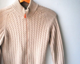 Luxurious vintage 90s  beige  cashmere sweater, cardigan with a zippered front. Made by Neiman Marcus. Size M.