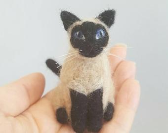 Siamese cat ornament, Custom pet portrait, Siamese cat figurine, Needle felted cat, Felted miniature, Cat memorial