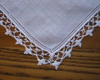 Vintage Handkerchief, WhiteCrochet Edge, White Linen, Crochet Handkerchief, Crochet Edge Hanky, Vintage Style, 1940's, Vintage Wedding