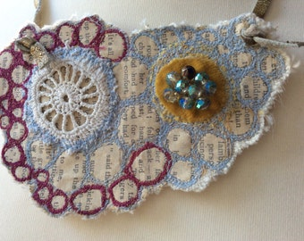 Reading circle stitched necklace