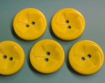 Lot of 5 vintage 1950s unused strong yellow plastic buttons for your sewing prodjects