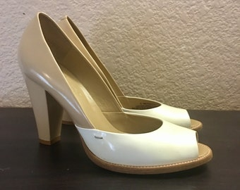 Vintage DKNY Two Tone Beige and White Leather Peep Toe Pumps 1940s Inspired Size 6