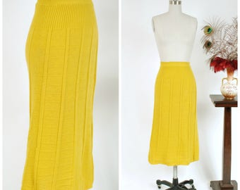 1940s Vintage Skirt - Charming Golden Yellow Wool Knit 40s Curve Hugging Skirt with Geometric Pattern