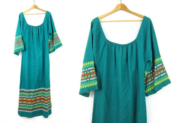 Green Guatemalan Dress Boho Embroidered Cotton Hippie Ethnic Bohemian Vintage Embroidery Traditional dress Womens Medium