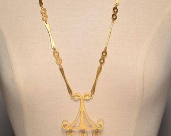 Mid Century Gold Tone Sculptural Necklace: Chic Statement Piece, Egyptian Revival Influence