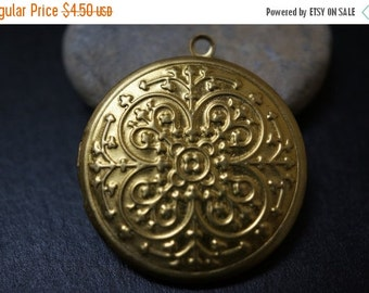 DECEMBER SALE Raw Brass Round Cute Simple Victorian French Crown Vintage Style Pattern Lockets - 32mm - 3 pcs
