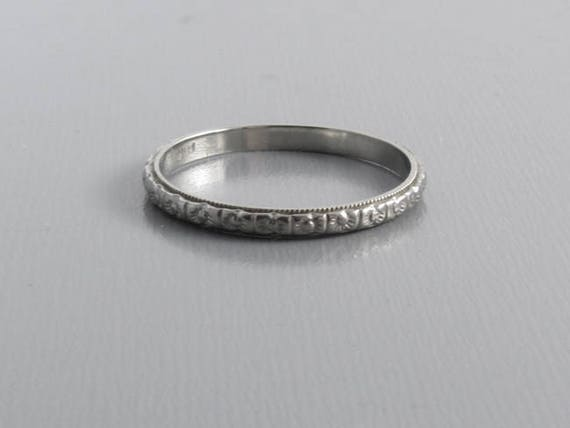 Vintage Art Deco wedding band ring 18k white gold, floral pattern, size 7-1/2
