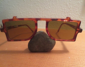 Vintage Cool flat top retro sunglasses / tortoise frames / unique design / genuine 80s vintage,/ Made in Korea