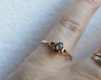 Petite Black Star Sapphire Ring, solid 10K Y Gold, size 7.75, free US first class shipping on vintage items